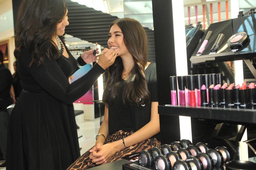 teste de maquiagem em loja
